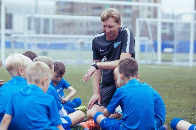 Встреча победителей. Юные футболисты приехали на двухнедельные сборы