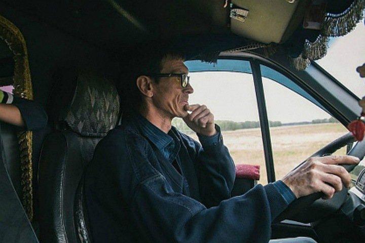 Возивший людей бесплатно «Омский Мимино» задержан по подозрению в убийстве другого маршрутчика