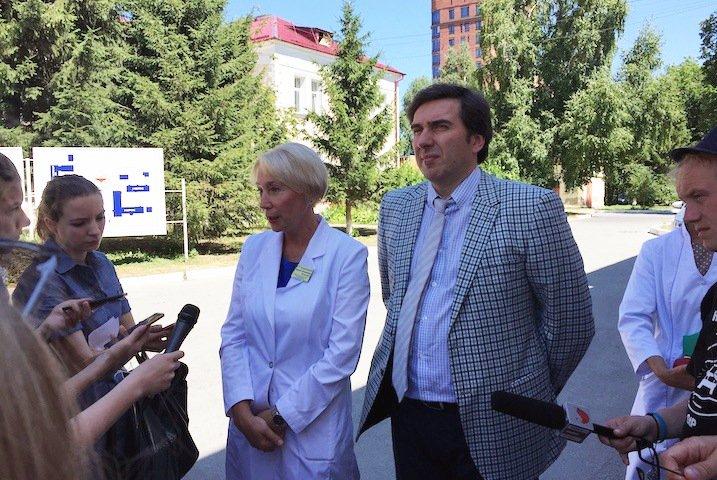 Очереди и обмороки: СПИД-центру в Новосибирске не хватает места