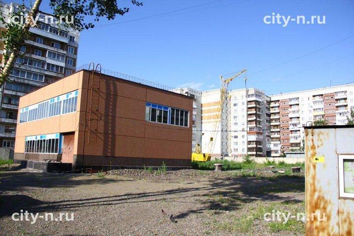 Вместо обещанного детского сада в новокузнецком дворе строят многоэтажку