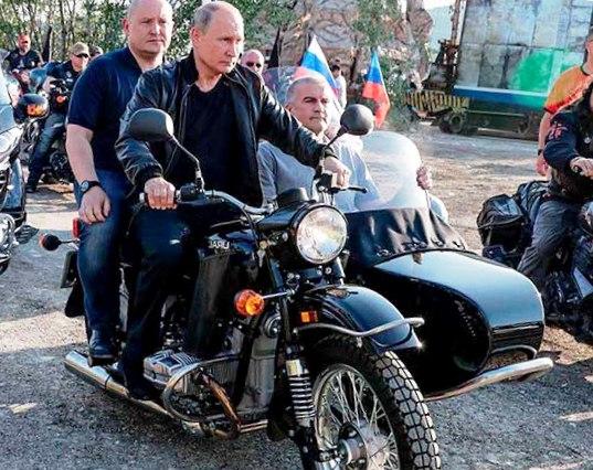 Путина могут оштрафовать за езду на мотоцикле без шлема