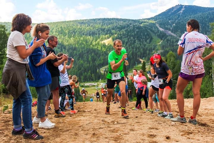 Сотни сибиряков приняли участие в горном забеге в Шерегеше