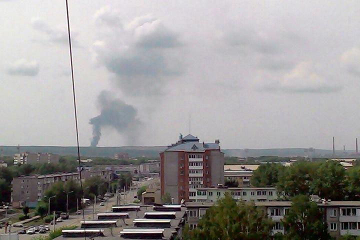 Сотрудники МЧС выехали на тушение пожара в деревне под Ачинском, где взорвался арсенал