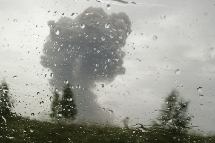 Жителей снова начали эвакуировать под Ачинском после взрывов на военном складе. Есть раненые