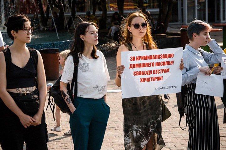 «Приедем, когда вас убьют»: как помогают жертвам домашнего насилия в Новосибирске