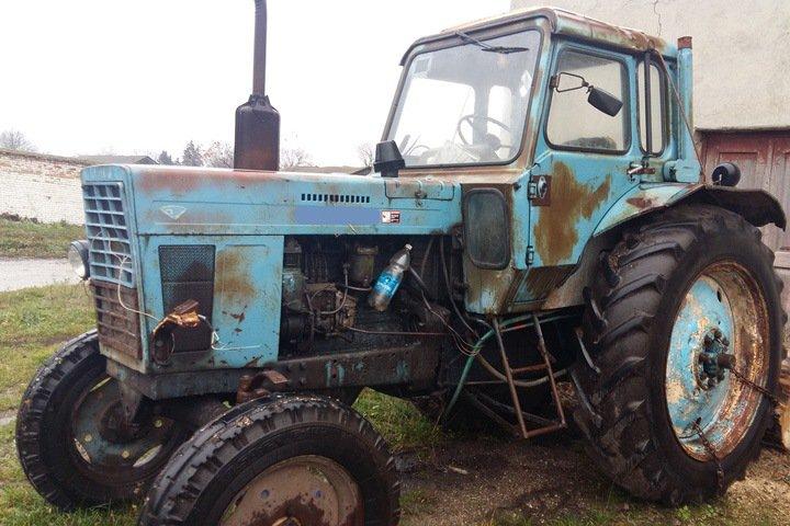 Глава села в Новосибирской области украл трактор, чтобы оплатить обучение в вузе