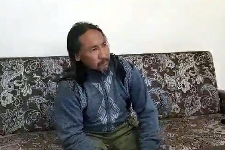 Шедший «изгонять Путина» шаман повторил на видео, что его попросили