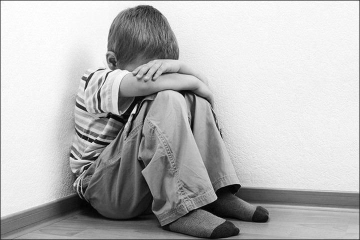 Жительница Алтайского края избивала сына табуретом и сломала ему руку из-за домашнего задания