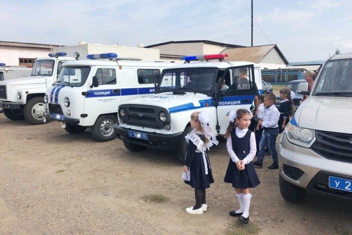Бурятским первоклассникам устроили экскурсию в отдел полиции