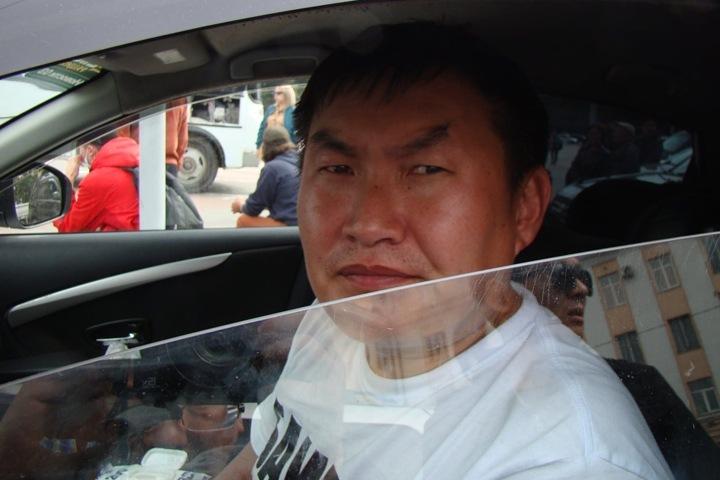 Арестованный за акцию протеста в Улан-удэ блогер Баиров выходит на свободу. Власти перенесли инаугурацию мэра