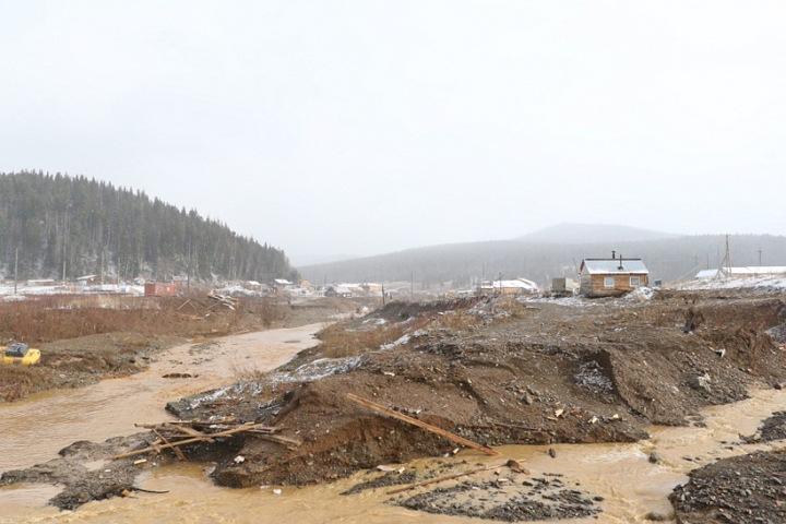 Сейф с золотом пропал после прорыва дамбы в Красноярском крае