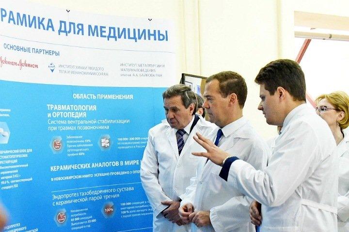 Новосибирский бизнесмен посчитал опубликованную на Тайге.инфо фотографию с премьер-министром и сенатором порочащей свою честь