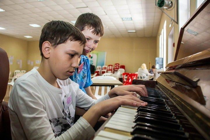 Количество детдомов в Новосибирской области сократилось в два раза