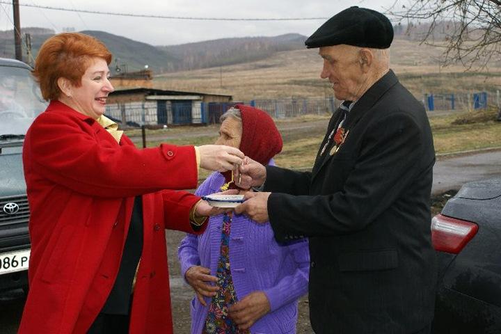 Красноярского экс-министра соцполитики обвинили в краже денег на подарки ветеранам войны
