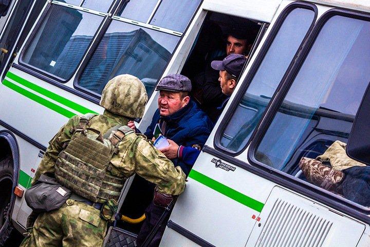 11 человек посадили в спецприемник после перестрелки у новосибирского рынка