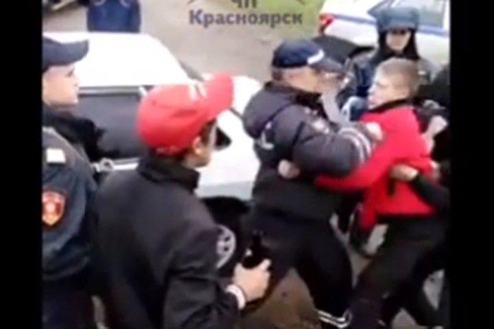 Подравшиеся с полицейскими жители Канска арестованы