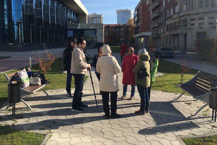 Полицейские попытались разогнать голодающих у новосибирского правительства дольщиков