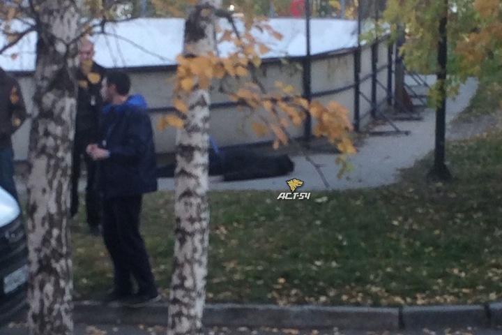 Труп обнаружен около школы в Новосибирске