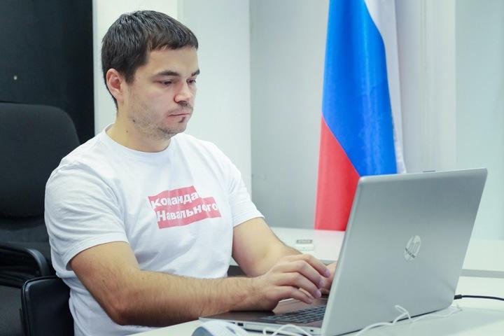 Силовики пришли к сотруднику штаба Навального в Новосибирске