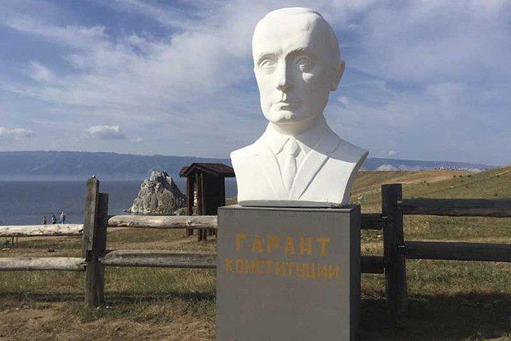 Вывезенный с Ольхона бюст Путина раскололся по дороге