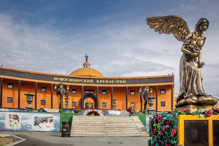 Связанного с новосибирским крематорием менеджера обвинили во взятке за данные об умерших