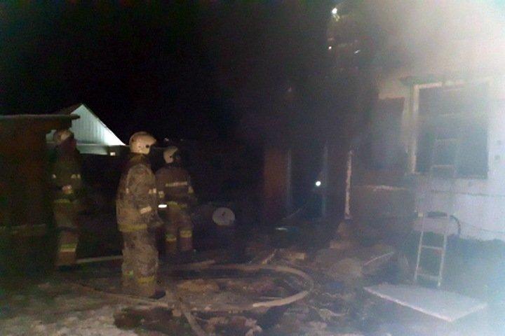 Двое маленьких детей погибли при пожаре в Хакасии из-за курения