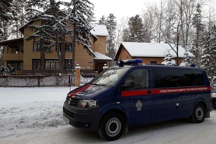 Обыски начались в коттедже экс-главы СО РАН