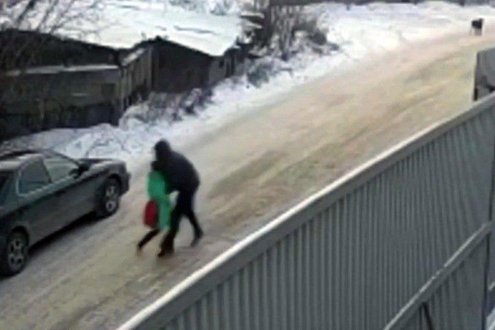 Похищение девятилетней девочки в Иркутске попало на видео