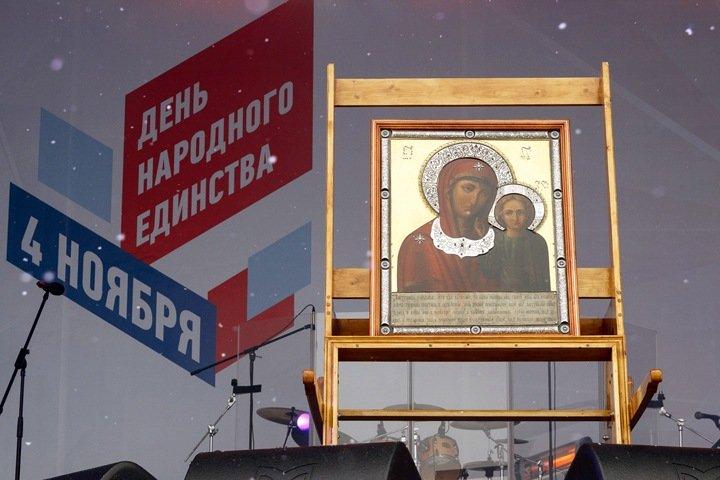 «Трудиться достойно во славу Отечества»: новосибирцев привезли помолиться за единство России на бюджетные деньги