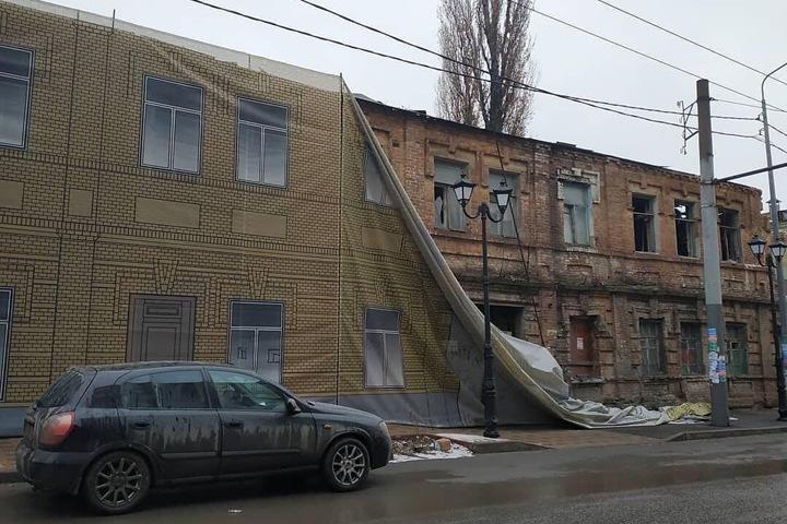 Омские дома отремонтировали за 1 млрд рублей и завесили баннерами к приезду Путина