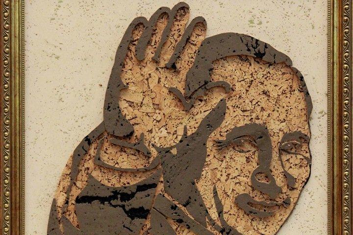 Омичка сделала портрет Путина из дубовой коры