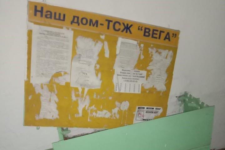 Жильцы дома в Новосибирске пожаловались на отсутствие отчетности ТСЖ и платные парковки