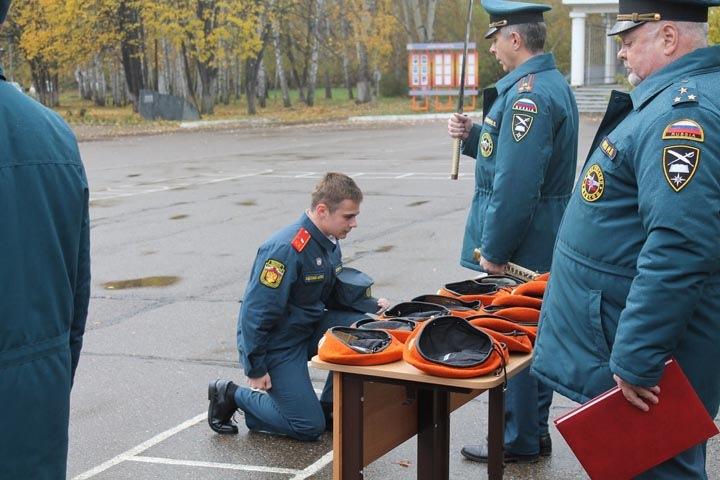 Красноярских кадетов посвящали в выпускники катаной