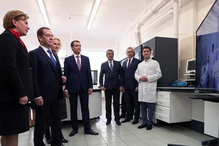 Медведев «запустил» производство вакцины от лихорадки Эбола в Новосибирске