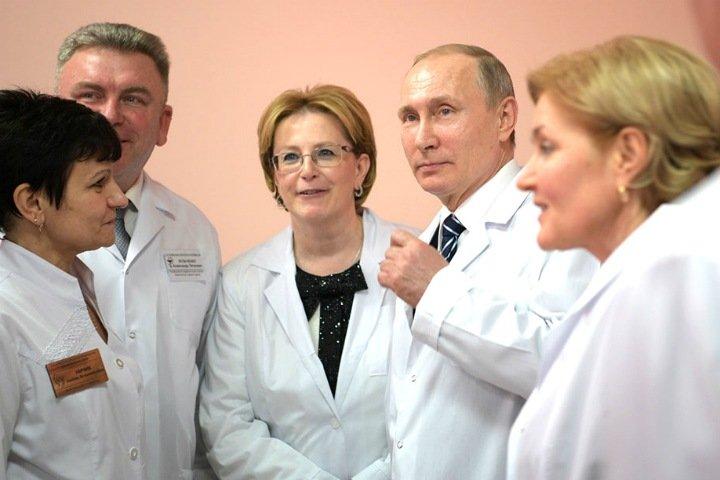 Числа недели: Омск вместо Томска, рост тарифов и горе-статистики Минздрава