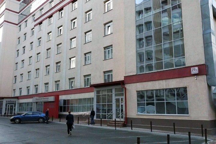 Глава НИИТО предложил «вернуть» здание частной клиники и заявил о «государственных интересах»