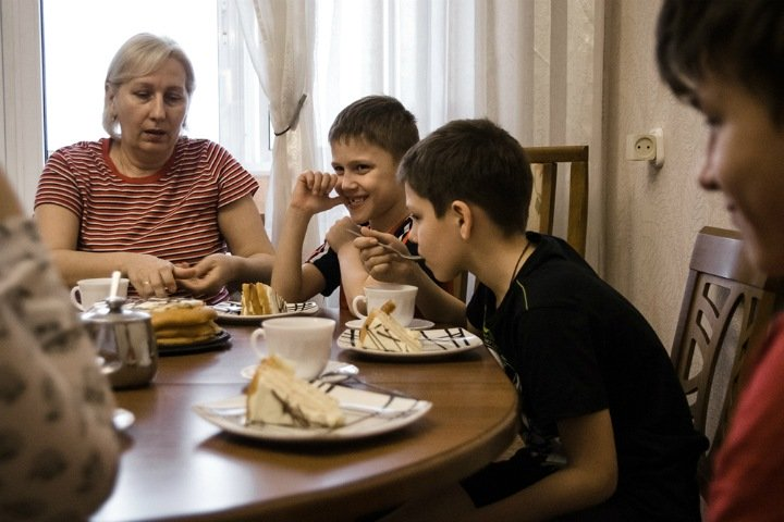 Сироты и любовь: как живут профессиональные семьи в Новосибирске