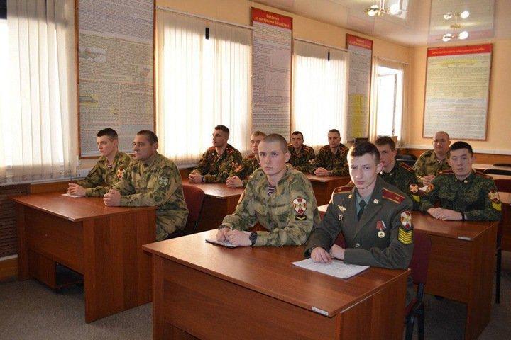 Новосибирский бюджет оплатит воспитателям патриотов сапоги и ушанки за 1,8 млн рублей