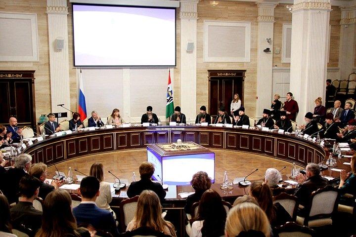 «Служение не только науке, но и государству»: нравственность ученых обсудили в новосибирском правительстве