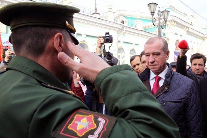 Путин принял отставку Левченко