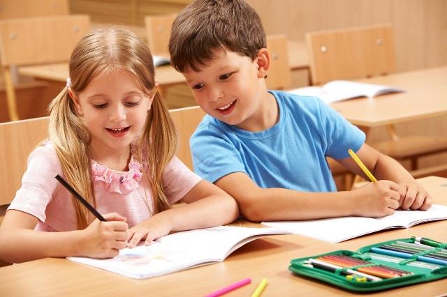 Как сохранить осанку ребенка — выбираем правильную рабочую мебель