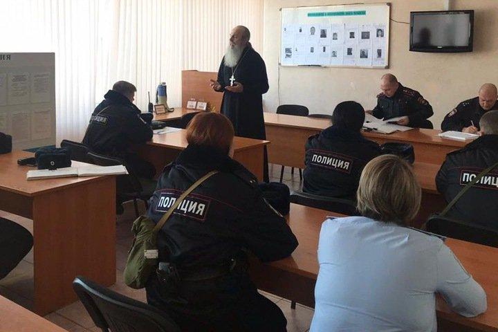 Новосибирский священник рассказал о «сатанинской наледи» в душах полицейских