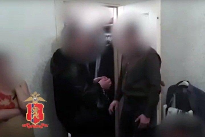 Названный фигурантом дела о детском порно красноярец получил президентский грант и лицензию на работу с несовершеннолетними