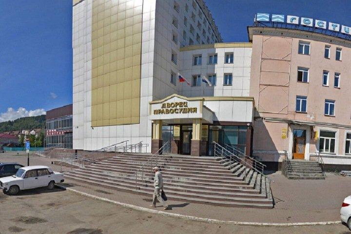 Алтайца обвинили в изнасиловании спящей студентки