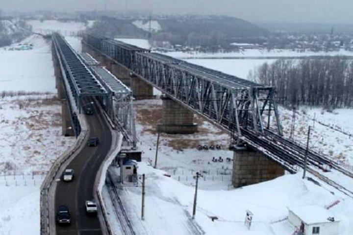 Барнаульцам оставили один мост через Обь