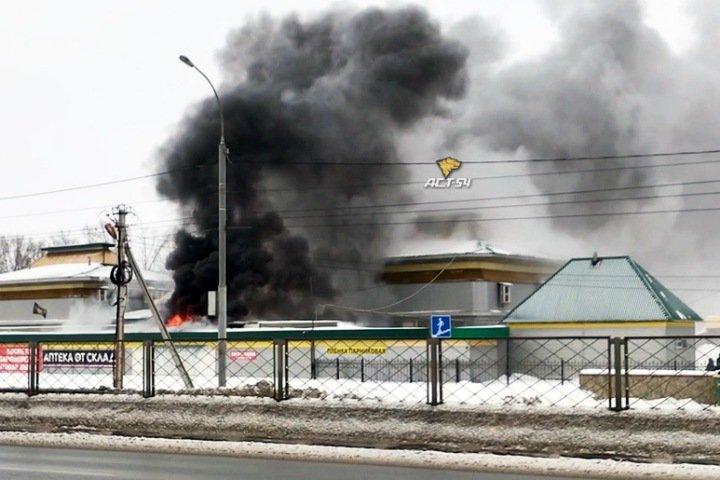 Городской рынок Оби загорелся в Новосибирской области