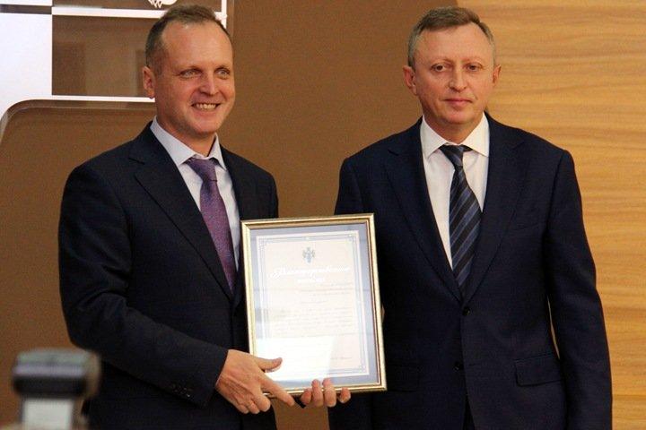 «Красная горка»: новосибирский вице-губернатор строит большой общий дом с ректором вуза