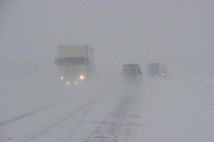 Движение на региональных трассах Алтайского края перекрыто из-за метели