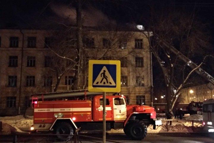 Люди оказались заблокированы при пожаре в иркутском общежитии