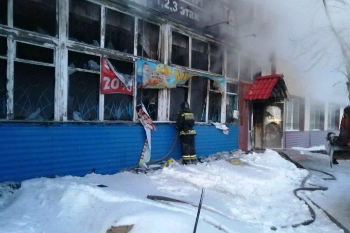 Еще один торговый центр сгорел в Новосибирской области